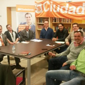 Sepulcre se reúne con los concejales de Ciudadanos para estudiar de manera conjunta el problema de las basuras de Las Marinas