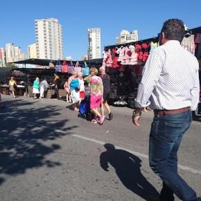 Ciudadanos denuncia la falta de control en la actividad comercial del mercadillo del Rincón de Loix de Benidorm