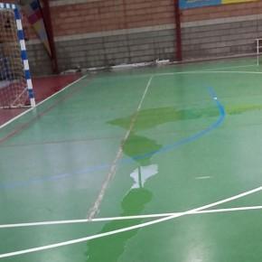 Ciudadanos exige arreglar las filtraciones en paredes y techos que inundan el Raúl Mesa