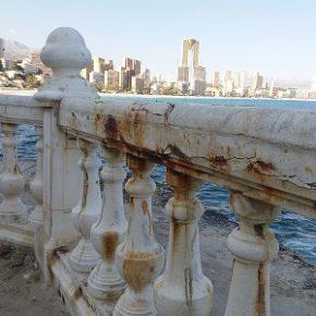 Ciudadanos pide arreglar la balaustrada del mirador de Tamarindos de Benidorm y mejorar su señalización