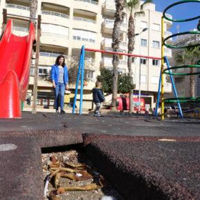Cs denuncia la falta seguridad y limpieza en uno de los parques infantiles más concurridos de Torrevieja