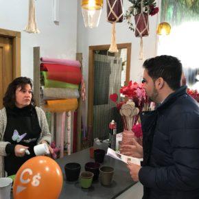 David Caballero reclama más limpieza y la reposición de juegos infantiles para los vecinos de la Plaza Castilla