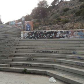 Cs de Alcoy denuncia el estado de suciedad e insalubridad del Auditorio del parque del Romeral