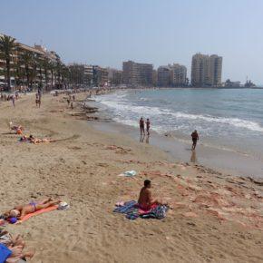 """Cs Torrevieja considera """"inaceptable"""" el mal estado de la emblemática playa del Cura pese a la llegada de miles de turistas este fin de semana"""
