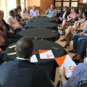Ciudadanos se reúne en Novelda con asociaciones de personas con movilidad reducida para presentar su Plan sobre Accesibilidad