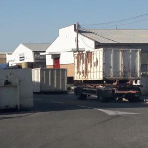 Cs de Alcoy denuncia riesgo para la seguridad por la mala ubicación de los contenedores estacionados en el polígono Cotes Baixes