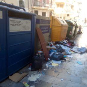 """Cs de Alcoy critica que en calles del centro """"se proyecte una imagen más propia de un vertedero por la acumulación de basura"""""""